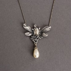 Dame Insect Collier