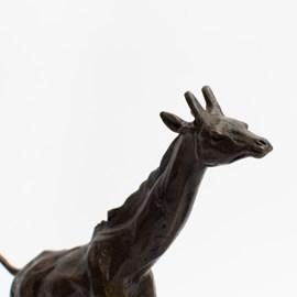 Bronzen sculptuur Giraffe in galop