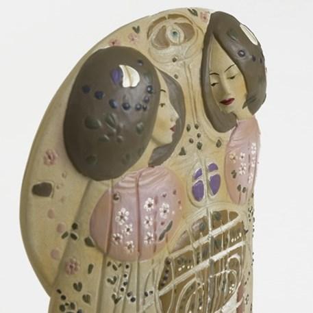 Detail Sculptuur Mackintosh The Wassail