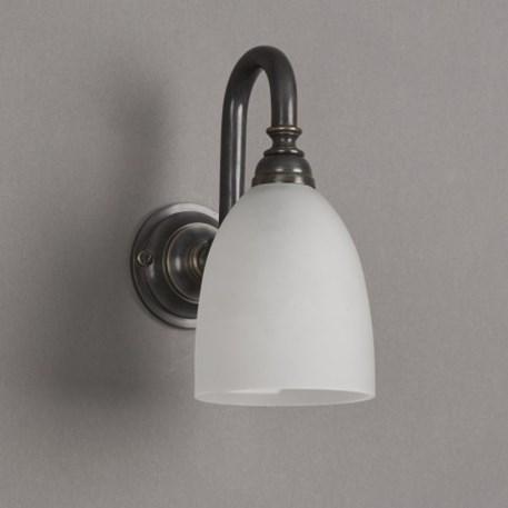 Badkamerlamp beker kleine boog met bronzen armatuur en geetste glaskap